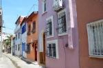 Ayvalık Sokakları ve Renkli Evler