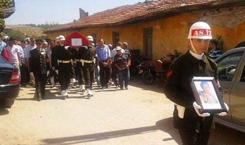 Bo�ularak �len Asker Topra�a Verildi