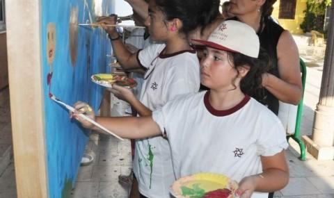 Edremitli �ocuklar Bar���n Renklerini �izdi