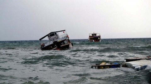 Ayval�k ta Lodos, Gezi Teknesini Bat�rd�