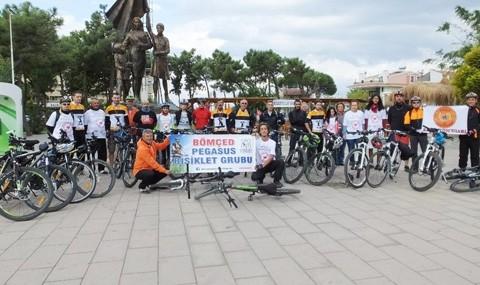 Bisiklet�iler Kalp ��in Pedal �evirdiler
