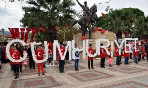 Edremitlilere Cumhuriyet Yeme�i