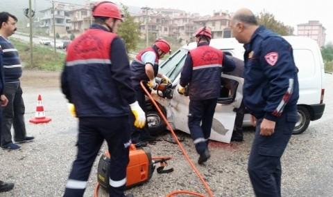 Bal�kesir�de Trafik Kazas�: 2 Yaral�