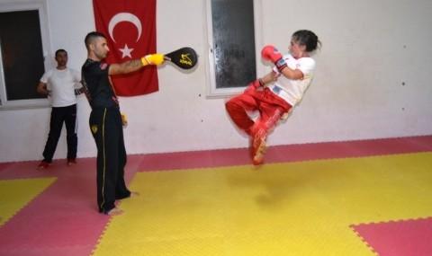 Ayval�kl� Kick Boks�ular�n Hedefi T�rkiye �ampiyonas�