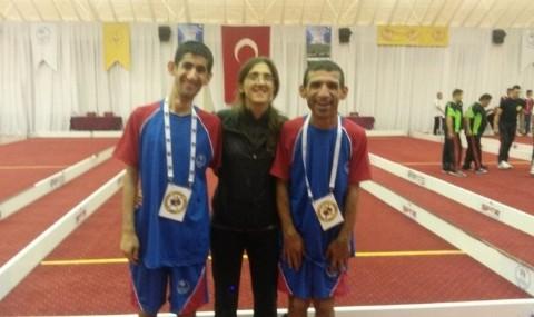 Burhaniyeli �zel Sporcular Antalya�da Yar��t�