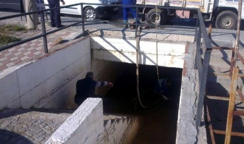 Edremit Belediyesi Altge�itleri Temizliyor