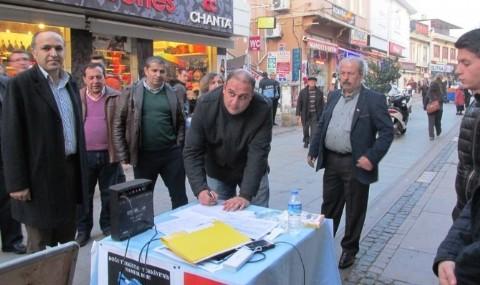 Ayval�k �lk� Ocaklar�ndan 300 Do�u T�rkistanl�ya Sahip ��kma �a�r�s�