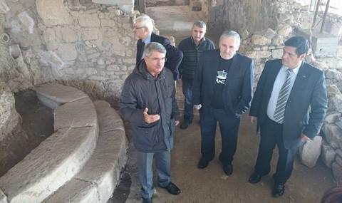 Eski K�lt�r Bakan� Sa�lar Antandros'u �nceledi