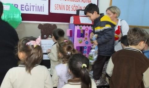 Burhaniye'de Minik ��renciler Tutumlu Olmay� ��reniyor
