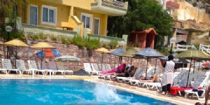 Club Golden Bird Ku�adas�